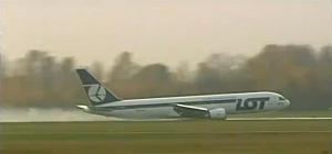 LOT Jet Makes Emergency Landing