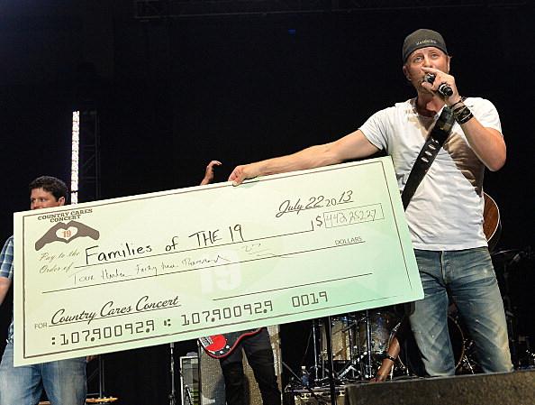 Dierks Bentley raises money for Firefighters families