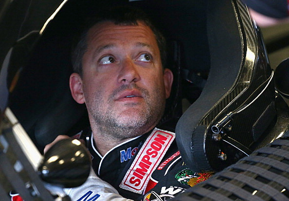 Tony Stewart breaks leg in crash