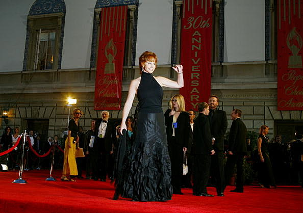 Reba McEntire arriving at 30th Annual People's Choice Awards