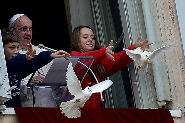 Pope releases doves