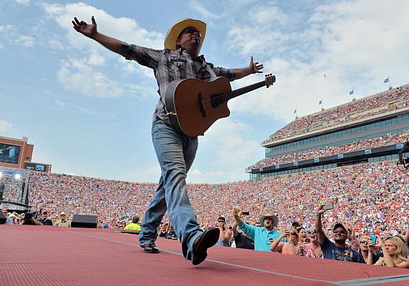 Garth Brooks @ Oklahoma Twister Relief Concert